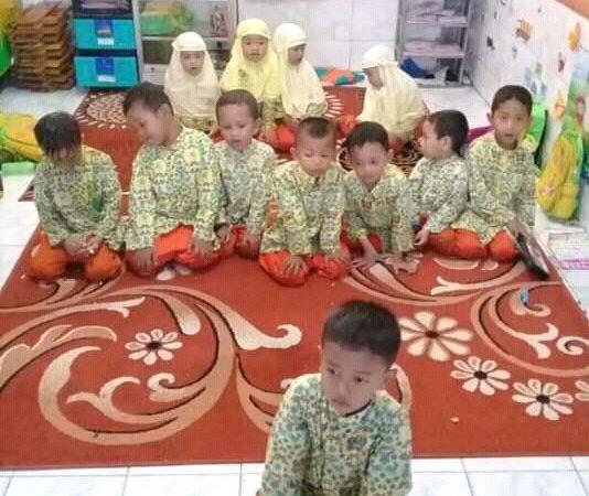 Siswa TK Aisyiyah Bakung Belajar Ibadah